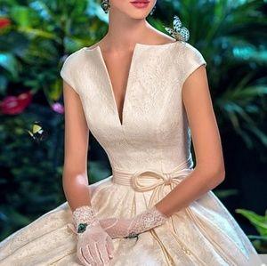 Dresses & Skirts - Graceful lace natural waistline wedding dress